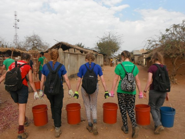 Water carrying for construction - carrying a 25 litre bucket for 30 mins is easiest done as a team